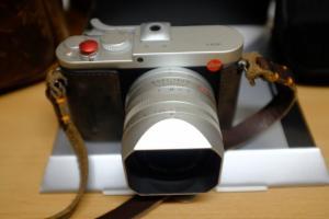 Leica Q Type 116 anodisée plus un Summicron 33mm
