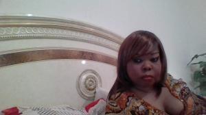 Ravissante métisse gros seins sans tabou