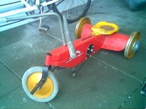 """Ancien jouet type """"Cycloskiff"""""""