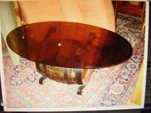 Table de salon avec tonneau bar