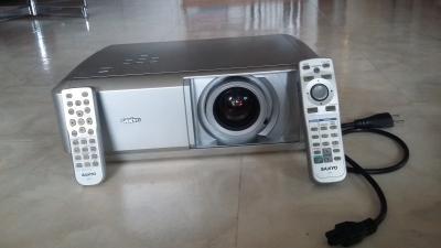 projecteur home cinéma Sanyo PLV-Z5
