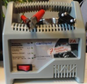 un Chargeur batterie cartrend