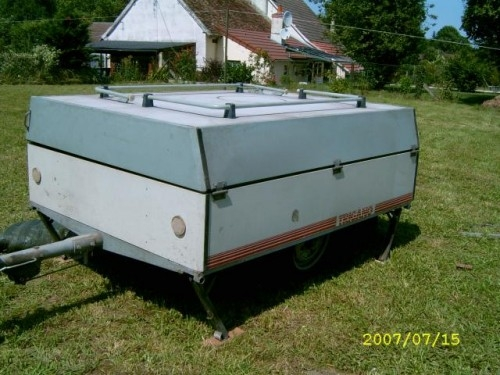 Caravane pliante trigano 500kg for Location garage caravane