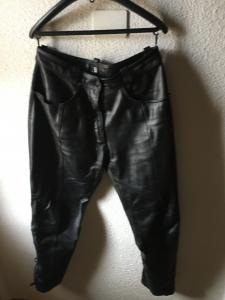 A vendre pantalons cuir femme grandeur 44