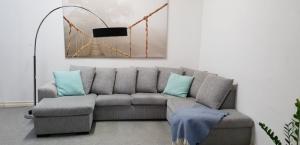 Canapé en U agréable et gris ortie