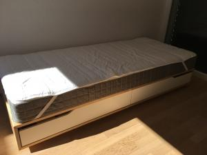 Lit + matelas single 90 x 200
