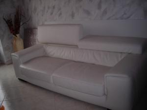 fauteuil en cuir blanc