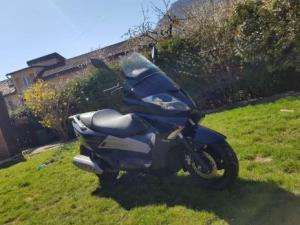 Scooter 250cc pratiquement neuf