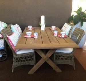 Table en teck pour extérieur