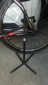 Présentoire support porte vélo sur pied