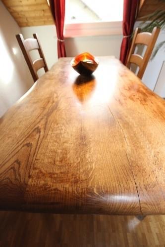 Table massive et 6 chaises paillées