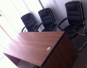 Bureau + 3 chaises conference