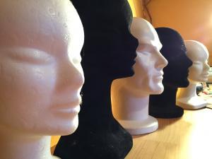 Têtes en sagex/ floqué pour présenter des chapeaux