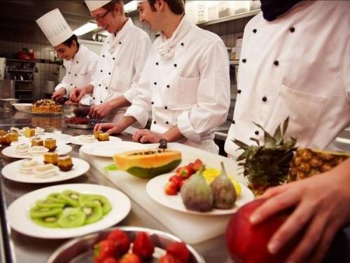 Aide de cuisine avec expérience et parlant le francais