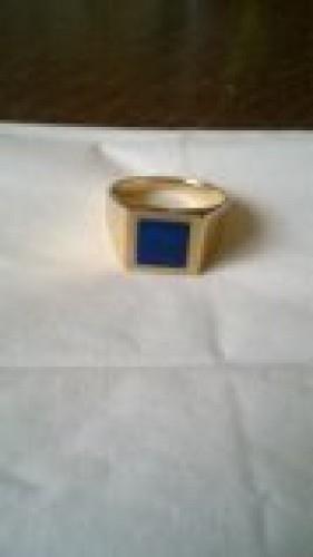chevalière en or avec lapis lazuli
