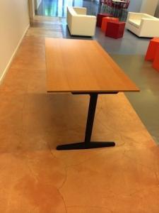 Tables de bureau solides et pratiques