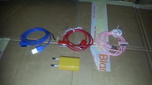 câble Apple  bleu   rouge  rose  prises  usb  pièces