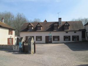 BOURGOGNE - Hameau au sein d'une vallée de 3 hectares
