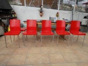 6 chaises rouges pour terrasse