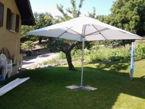 grand parasol de jardin