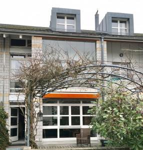 A voir absolument, villa de 6 pièces en triplex de 158 m2 habitables à Renens