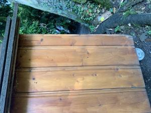 niche en bois pour deux chiens
