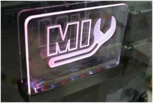 Création de plaque acrylique à LED pour votre publicité