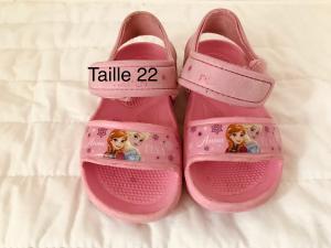 Sandales en caoutchouc taille 22