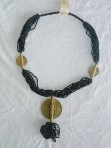Joli collier de bronze africain