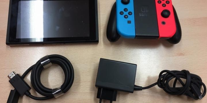 Nintendo Switch + deux jeux + diverses jeux eShop