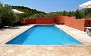 Gîte de charme avec piscine privée.