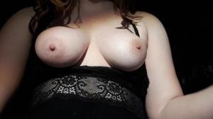 Femme ronde et pulpeuse qui adore le sperme