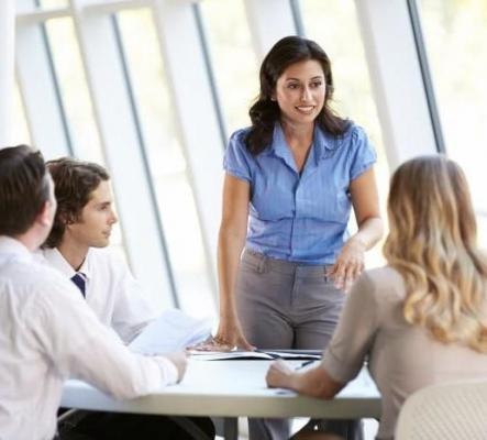 Le spécialiste de travail avec les clients  (sans vente)