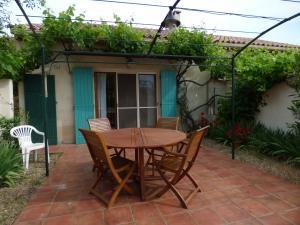 Provence,maison de campagne avec piscine,Aureille