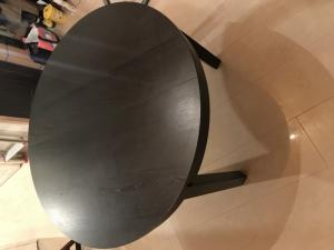 Table ronde avec 6 chaises