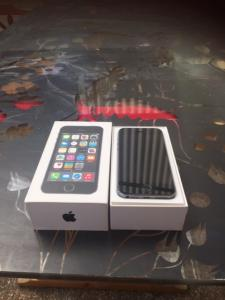 A disposition Iphone 5 s 32 go  sideral