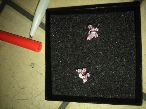 boucle oreille papillon rose