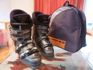 skis alpins et chaussures de ski