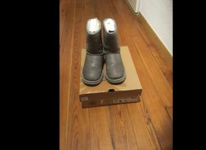 UGG Classic short leather taille 34