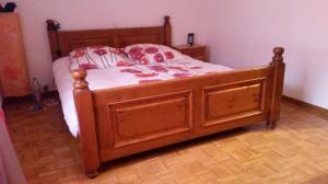 Magnifique chambre à coucher en bois massif