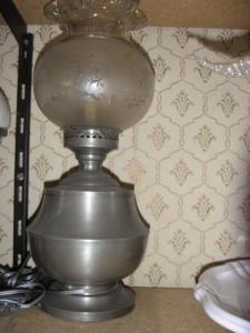 lampe en étain décorative neuve