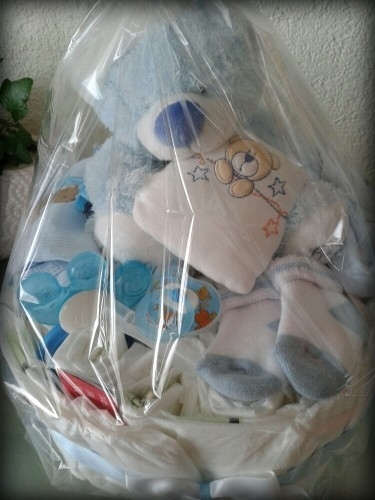 Idees cadeaux gateaux couches pampers - Couche naissance pampers ...